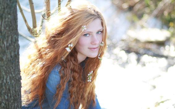 Fondos de pantalla Chica rubia, flores, sol brillante, brillo.
