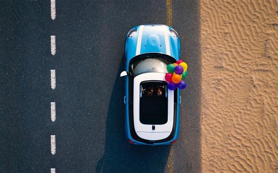 Fondos de pantalla Coche, camino, desierto, globos de colores.