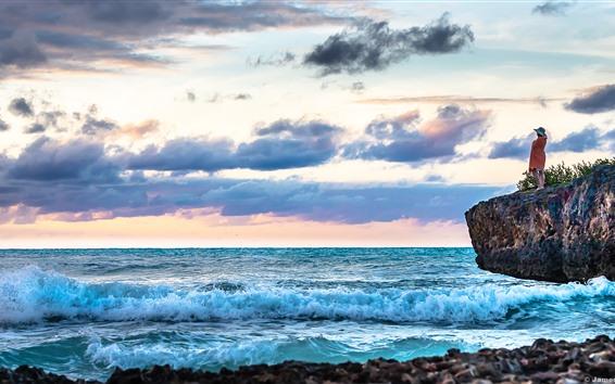 Обои Карибское море, море, волны, пена, облака, девушка, скалы