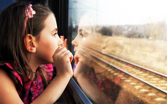 Fondos de pantalla Niño niña mirar hacia fuera ventana del tren