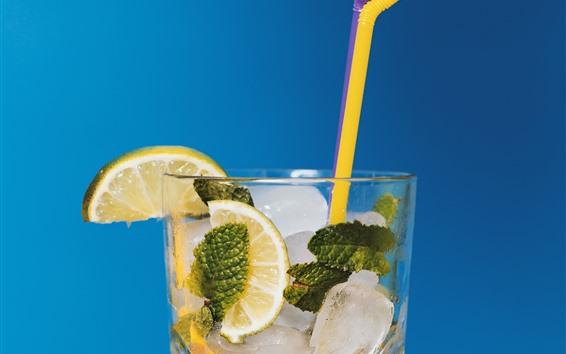 Fondos de pantalla Cóctel, rodaja de limón, cubitos de hielo, vaso de vidrio.