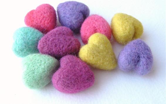 Fondos de pantalla Corazones de amor de lana colorida