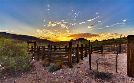Fondos de pantalla Valla, montañas, nubes, puesta de sol