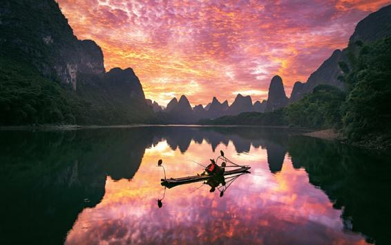 Fondos de pantalla Paisaje de Guilin Yangshuo, río, barco, montañas, nubes, puesta de sol, China