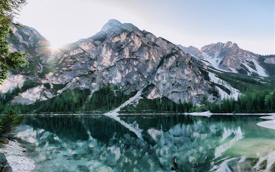 Fondos de pantalla Lago, agua clara, reflexión, montañas rocosas, rayos solares