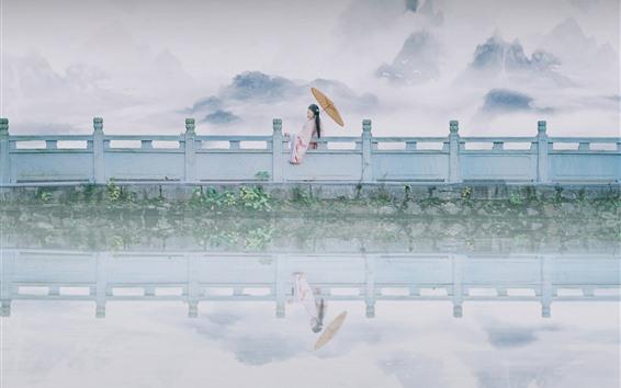 Fondos de pantalla Lago, cerca, chica de estilo retro, montañas, niebla, brumoso.