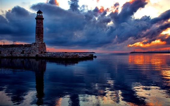 Fondos de pantalla Faro, ladrillos, mar, nubes espesas, puesta de sol