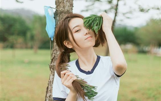 Fondos de pantalla Hermosa chica asiática joven, juguetón, peinado