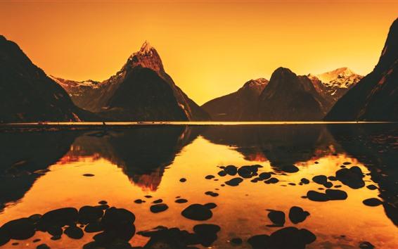 Fondos de pantalla Montañas, lago, reflejo de agua, atardecer.