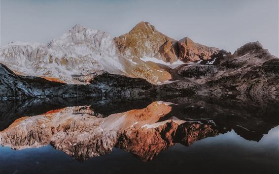 Fondos de pantalla Montañas, lago, reflexión sobre el agua, nieve