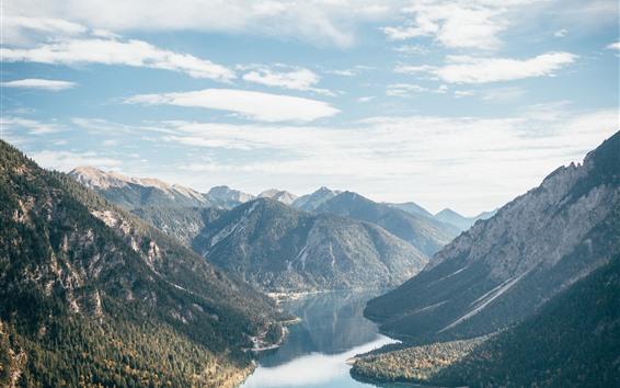 Fondos de pantalla Montañas, río, agua clara, cielo, nubes.