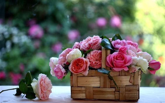 Fondos de pantalla Una cesta de rosas, flores, fondo nebuoso