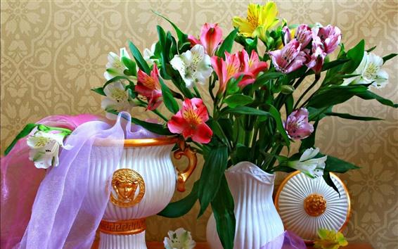 Fondos de pantalla Lirios rosados y blancos, florero, flores