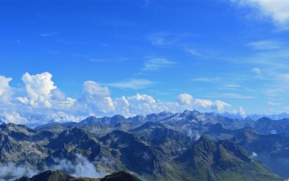 Fondos de pantalla Montañas de los Pirineos, nubes, cielo azul, Francia