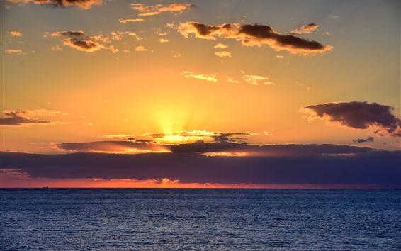 Fondos de pantalla Mar, nubes, puesta de sol, rayos solares