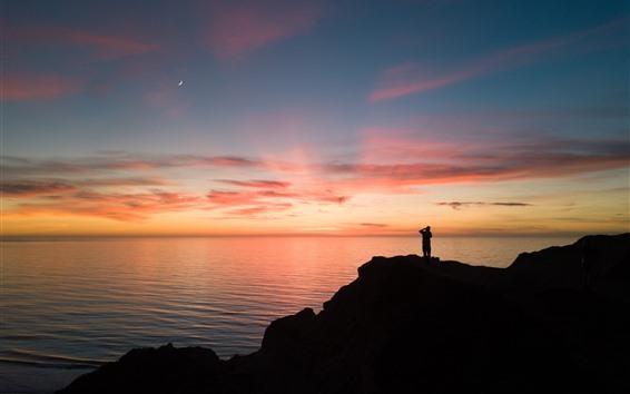Fondos de pantalla Mar, luna, ocaso, hombre, silueta