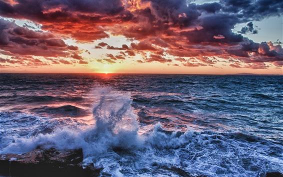 Fondos de pantalla Mar, olas, salpicaduras de agua, puesta de sol, nubes espesas
