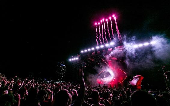 Fondos de pantalla Celebración de concierto, audiencia, fuegos artificiales, noche.