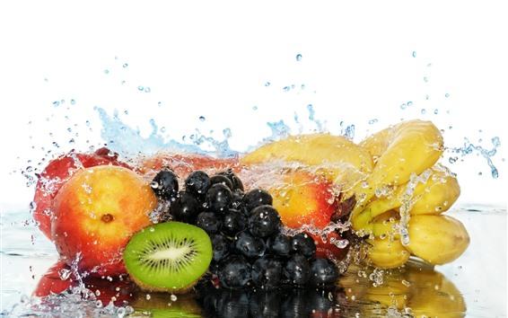 Fondos de pantalla Frutas, uvas, kiwi, melocotón, plátano, gotas de agua, fondo blanco