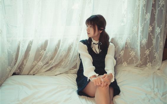 壁紙 素敵な中国の女の子、ベッド、カーテン
