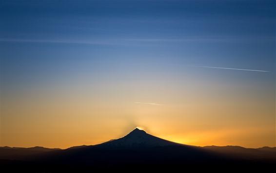 Fondos de pantalla Montaña, atardecer, cielo, resplandor.