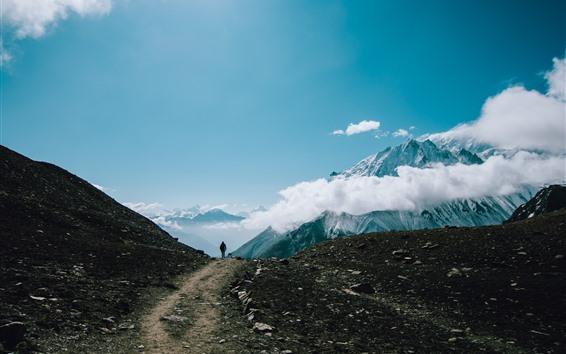 Fondos de pantalla Montañas, cielo, nubes, camino, persona