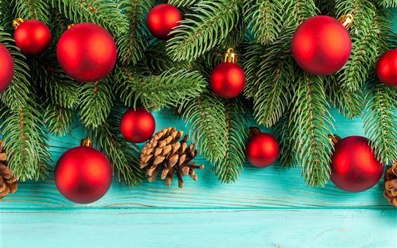 Обои Красные рождественские шары, еловые ветки