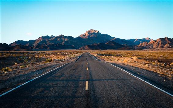 Fondos de pantalla Carretera, montañas, cielo azul.