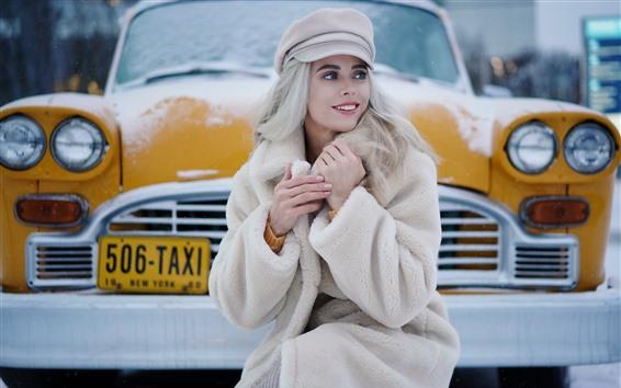 Fond d'écran Sourire fille blonde, taxi, neige, hiver