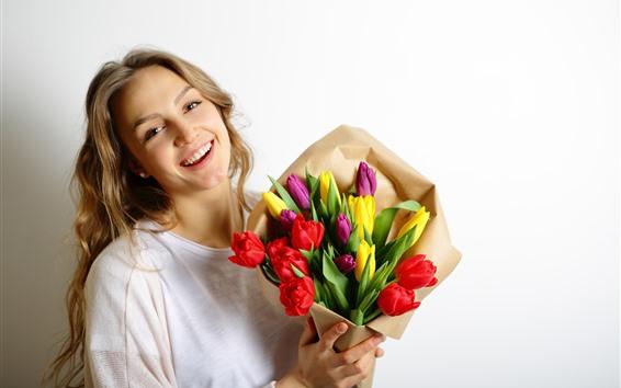 Обои Счастливая блондинка, разноцветные тюльпаны, букет