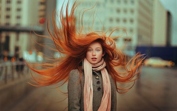 Hintergrundbilder Rotes Haarmädchen, blaue Augen, fliegendes Haar