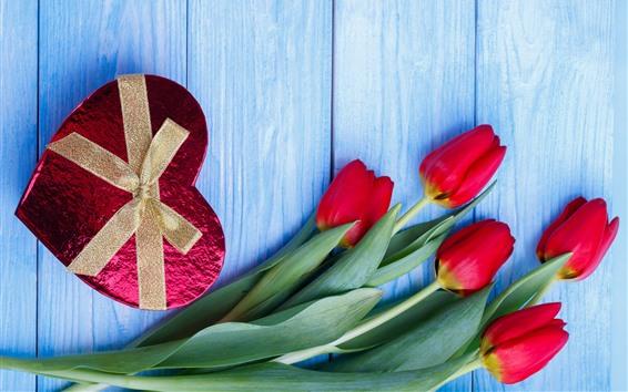 Hintergrundbilder Geschenk, Liebesherz, rote Tulpen, romantisch