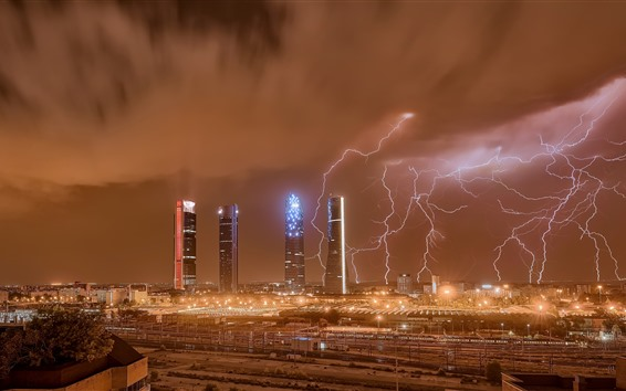 Обои Мадрид, город, небоскребы, молния, ночь