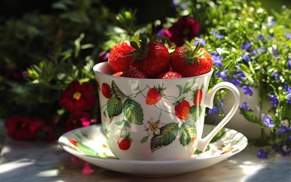 Обои Одна чашка клубники, плодоовощ