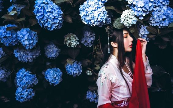 Wallpaper Retro style Chinese girl, blue hydrangea flowers