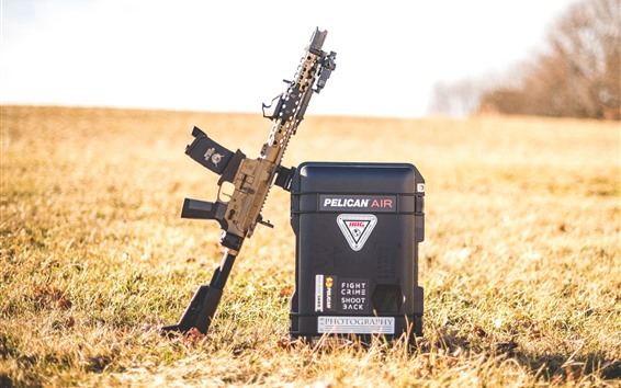 Обои Штурмовая винтовка AR15, коробка, трава
