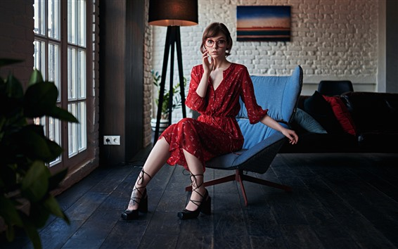 Hintergrundbilder Schönes Mädchen, roter Rock, Brille, Zimmer, Stuhl