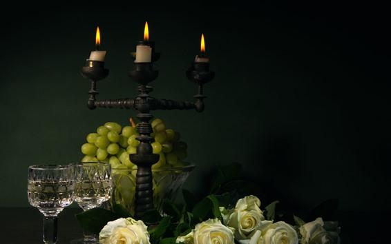 Обои Зеленый виноград, белые розы, свечи, пламя, стеклянные чашки