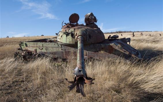 Обои Танк, ржавый, трава, оружие