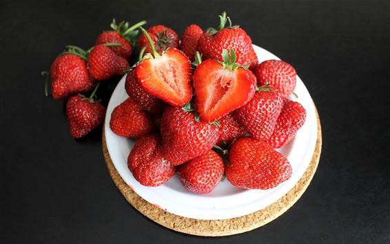Wallpaper Fresh strawberries, plate