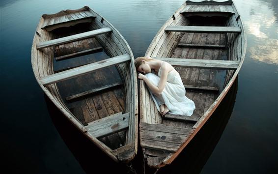 Обои Две лодки, белая юбка, спящая девушка, озеро