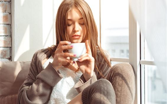 배경 화면 갈색 머리 소녀, 음료 커피, 햇빛, 창