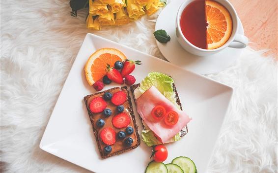 壁紙 ケーキ、イチゴ、ブルーベリー、デザート、紅茶、黄色いバラ、朝食