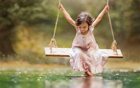 Fond d'écran Petite fille jouer swing, eau, heureux