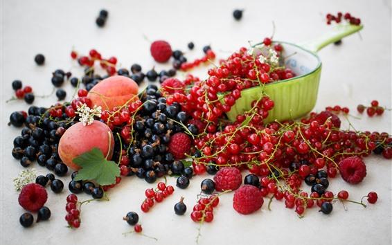 Fond d'écran Groseilles rouges, framboises, pêches, fruits