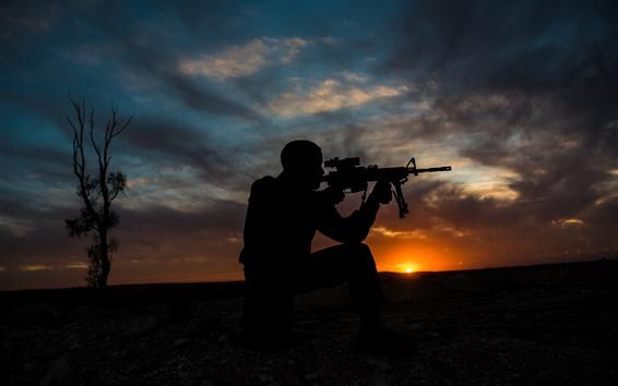Fond d'écran Soldat, silhouette, arme, coucher de soleil