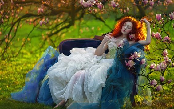 Обои Рыжие волосы девушки, стул, розовые цветы