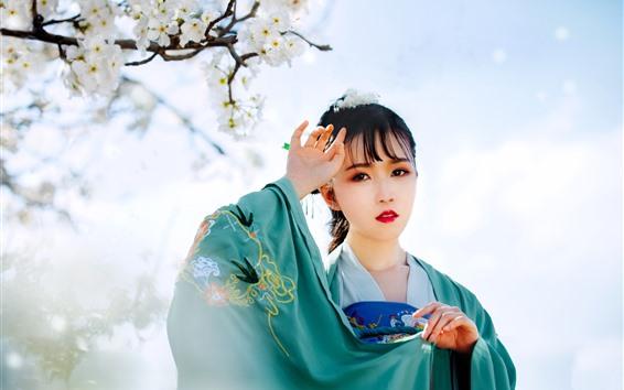 Обои Красивая китайская девушка, стиль ретро, цветение белой сливы