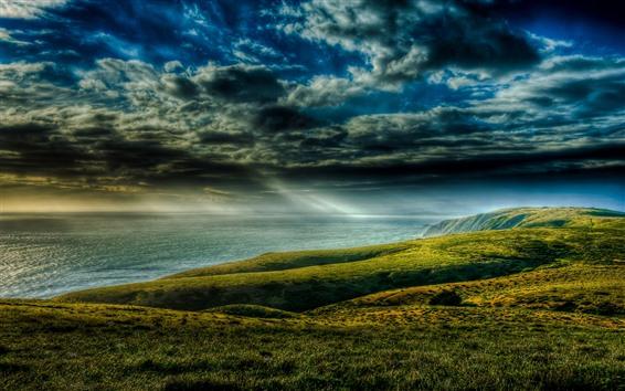 Обои Красивый пейзаж природы, зелень, берег, облака, море, солнечные лучи