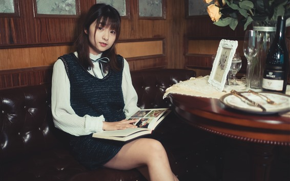 壁纸 美丽的年轻女孩,看照片